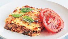 Eggplant and ricotta pasta bake Baked Pasta Dishes, Baked Pasta Recipes, Mince Recipes, Cheese Recipes, Yummy Recipes, Recipies, Yummy Food, Penne, Ricotta Pasta Bake