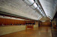 キンベル美術館 /ルイス・カーン/テキサス州/アルミ製パンチングメタル/銀色の天井