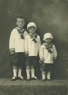+~+~ Vintage Photograph ~+~+ Three little sailor brothers. Vintage Children Photos, Children Images, Vintage Pictures, Old Pictures, Vintage Images, Old Photos, Art Nouveau, Old Photography, Children Photography