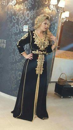 Morrocan Dress, Moroccan Caftan, Traditional Fashion, Traditional Dresses, Arab Fashion, Womens Fashion, Caftan Gallery, Oriental Dress, Arabic Dress