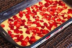 Tento fantastický hrnčekový jahodový koláč budete mať hotový len za 7 minút!