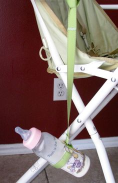 A Tippy Sippy Cup Leash attaches to a high chair or stroller, so baby can& knock his cup or bottle to the floor. Baby Bottles, Glass Bottles, Car Seat Blanket, Diy Bottle, Baby Sewing, Baby Things, Camilla, Baby Items, Car Seats