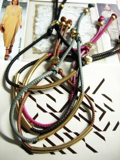 tube stitch leather! check it out here: http://www.musthave.de/trends/very-simple.html