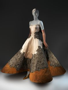 Charles James (American, born Great Britain, ~ Four Leaf Clover Evening Dress ~ 1953 ~ Brooklyn Museum Costume Collection at The Metropolitan Museum of Art Charles James, Moda Fashion, 1950s Fashion, Vintage Fashion, Edwardian Fashion, Vintage Gowns, Vintage Outfits, Vintage Clothing, Moda Lolita