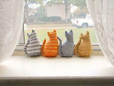 Tiny window cat FREE Knitting Pattern on Ravelry @ravelry #knitting #freepattern