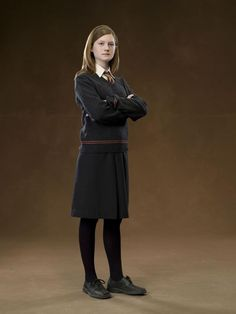 A gallery of Harry Potter and the Order of the Phoenix publicity stills and other photos. Featuring Daniel Radcliffe, Rupert Grint, Emma Watson, Bonnie Wright and others. Harry Potter Cosplay, Harry Potter Cast, Harry Potter Quotes, Harry Potter Characters, Harry Potter Books, Harry Potter Fandom, Hermione Granger Costume, Bonnie Wright, Bonnie Francesca Wright