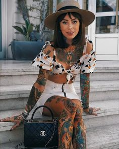 Se ve divina. Hot Tattoo Girls, Tattoed Girls, Inked Girls, Sexy Tattoos, Girl Tattoos, Cannes, Modest Fashion, Fashion Outfits, Et Tattoo
