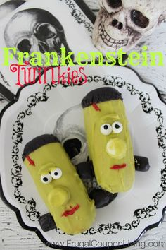 Halloween Frankenstein Twinkies - Green Monster Treats #halloween #frankenstein #twinkies #monster #october http://www.frugalcouponliving.com/2014/09/20/halloween-frankenstein-twinkies/