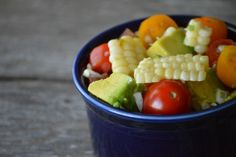 Light grilled corn salad with rosemary, tomatoes and avocados. Healthy Stew Recipes, Best Salad Recipes, Healthy Summer Recipes, Veggie Recipes, Vegetarian Recipes, Corn Salads, Easy Salads, Grilled Corn Salad, Eat Seasonal