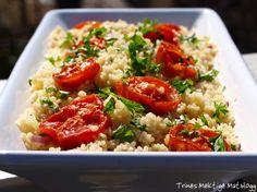 Couscous-salat med rødløk, sitron, urter og ovnsbakte tomater
