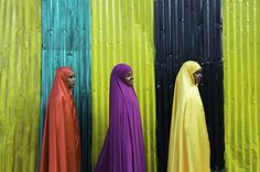 Africa | Colours of Harar. 'Girls on the wall'. Ethiopia | © Georges Courreges.
