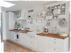 White kitchen with wood countertops Beige Kitchen, New Kitchen, Kitchen Style, Modern Country Kitchens, Wood Countertops Kitchen, Kitchen, Home, Provance Kitchens, Country Kitchen