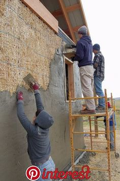 Ellensburg straw bale construction plastering workshop barn raising, plastering up higher on the west wall Natural Building, Green Building, Building A House, Building Building, Straw Bale Construction, Construction Business, Construction Birthday, Construction Design, Architecture Durable
