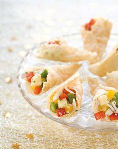 Gerle di parmigiano con insalatina di cappone e cacio dolce.