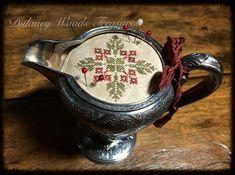 Retreat Gifts, Cross Stitch Finishing, Christmas Cross, Pin Cushions, Cross Stitch Patterns, Needlework, Embroidery, Fat Quarters, Bees