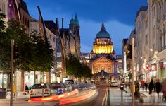 Belfast city is the capital of northern Ireland and the ultimate gateway to explore the northern side of Ireland. The city has its outlying metropolitan areas Castlereagh, Lisburn, Newtownabbey, and the areas of the north town have plenty of  things for the visitors to explore and see.