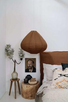 Une grange comme maison de vacances Modern Bedroom, Bedroom Decor, Bedroom Vintage, Bedroom Ideas, Linen Headboard, Headboard Ideas, Linen Bedroom, Master Bedroom, Scandinavian Home