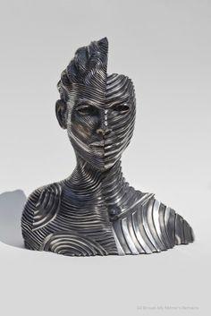 23 novembre 2013  L'artiste français Gil Bruvel utilise des bandes de ruban en acier inoxydable afin de réaliser d'immenses sculptures figuratives