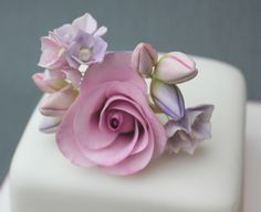 A nice design for a Mother's Day cake. X