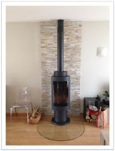 Discover recipes, home ideas, style inspiration and other ideas to try. Modern Fireplace Mantles, Fireplace Tv Wall, Fireplace Remodel, Living Room With Fireplace, Modern Fireplaces, Contemporary Gas Fires, Freestanding Fireplace, Rustic Room, Log Burner