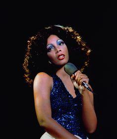 Donna Summer, Queen of Disco, dead at 63 after secret cancer battle Joe Cocker, Joy Division, Dance Music, Dona Summer, Divas, Musica Disco, Vintage Black Glamour, Last Dance, Female Singers