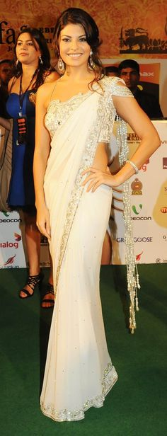 Love this saree. So beautiful and modern!