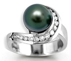 This is an interesting engagement. Very unorthodox but its gorgeous anyways