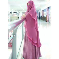 This scarf is an essential portion from the clothing of females having hijab. Hijab Evening Dress, Hijab Dress Party, Hijab Style Dress, Beautiful Muslim Women, Beautiful Hijab, Islamic Fashion, Muslim Fashion, Hijabs, Moda Hijab