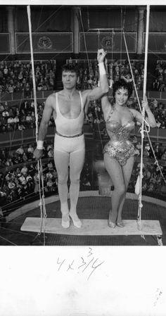 Burt Lancaster and Gina Lollobrigida at event of Trapeze (1956)