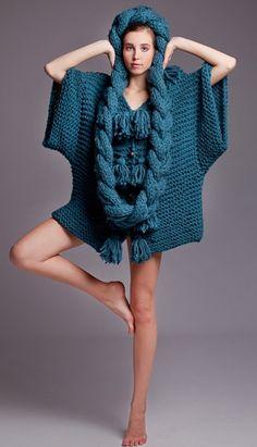 Kristel Kuslapuu es una artista que creció y estudió en Estonia, profesionalmente dedicada al diseño de prendas de punto y ganchillo. Asegura combinar el minimalismo escandinavo con colores atrevid…