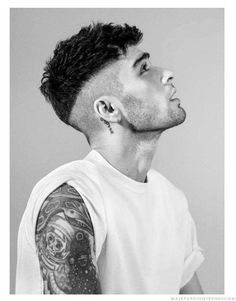 15 Ideas for haircut men undercut zayn malik Cabelo Zayn Malik, Estilo Zayn Malik, Zayn Malik Style, Zayn Malik Hairstyle, Zayn Malik Photos, Zayn Malik Fashion, Hair And Beard Styles, Curly Hair Styles, Stylish Short Haircuts
