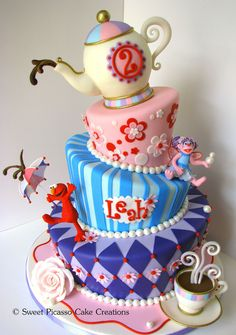 Sesame Street Topsy Turvy  on Cake Central - a Topsy Turvy cake!