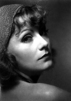 Edward Steichen, Greta Garbo, Hollywood, NEW YORK, NY.- Greta Garbo was the undisputed queen of Hollywood from the. Hollywood Cinema, Old Hollywood Glamour, Golden Age Of Hollywood, Vintage Hollywood, Classic Hollywood, Marlene Dietrich, Sinclair, Photo Print, Greta