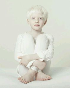 New baby face photography heart Ideas Modelo Albino, Pretty People, Beautiful People, Face Photography, Poses, People Of The World, White Aesthetic, Beautiful Children, Belle Photo