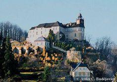 Státní zámek Jánský Vrch Dnešní zámek se vypíná na místě hradu, který je připomínán roku 1307 jako majetek svidnického knížete. Záhy na to přešel do vlastnictví vratislavských biskupů v jejichž držení zůstal až do roku1945.