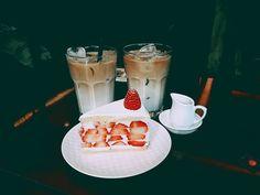 #20160331 #3월 #커피명가 #더치라떼 #헤이즐넛 #시럽 #수제 #딸기케이크 #딸기딸기 #생크림 #COFFEMYUNGGA #strawberries #cake #dutch #latte #Ice #coffee #cafe #일상 #데일리 #daily #울적 하지만 #딸기 먹고 기분전환  by myeee_59