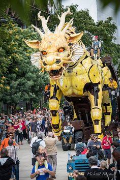 """François Delarozière, l'homme de la Compagnie """"Les machines"""" de Nantes a présenté à Pékin du 17 au 19 octobre « Long Ma ou l'esprit du Cheval-Dragon » http://www.lesmachines-nantes.fr/"""