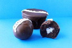 Homemade Hostess Cupcake Cake Balls. I so want these!