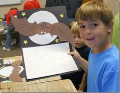 LOVE all these ideas for teaching about nocturnal animals, especially the crafts and Bat Bingo!