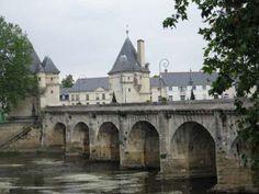 Famous Henry IV bridge - Chatellerault Poitou Charentes, Limousin, France, Paris, Chatel, Photos, Mansions, Monuments, House Styles