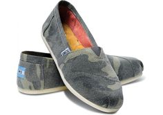 TOMS Camo Washed Canvas Classics // shades of green