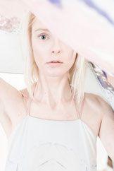 Kampagne Natascha von Hirschhausen. 2016 #mood #kühl #modern #womenswear #fashion #light #lightblue #lightpink #blue #hellblau #rosa #pflanzenfärbung #naturaldye #print #silk #gown #dress #kleid #mode #designer #highend
