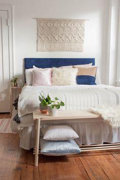 Stylish Bedroom Bench to Keep Your Bedroom Orderly and Neat 19 Home, Bedroom Bench, Bedroom Bench Ikea, Bedroom Design, Bedroom Diy, Bedroom Furniture, Stylish Bedroom, Simple Bedroom, Interior Design