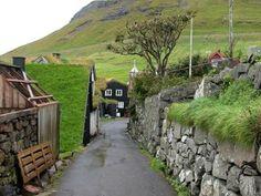 Топ-10 сказочных деревень Фарерских островов  Архипелаг в северной части Атлантического океана между Шотландией и Исландией, формально принадлежащий Датскому королевству, состоит из 18 островов, 17 из которых обитаемы.
