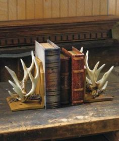 Deer Antler Bookends Wildlife Cabin Lodge Rustic Hunting Home Decor Book Ends - All About Decoration Deer Antler Crafts, Antler Art, Deer Antlers, Antler Mount, Hunting Home Decor, Rustic Bookshelf, Bookshelves, Deer Decor, Antler Decorations