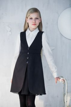 School may be hard, annoying, and irritating. But you are going to miss it when it ends. Vintage Kids Fashion, Fashion Kids, Girl Fashion, Fashion Outfits, Style École, Little Girl Dresses, Girls Dresses, Kids Mode, Look Girl