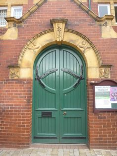 Pontefract Museum, built in 1904 by George Pennington in an Art Nouveau . Source Lover Art Noveau/FLickr