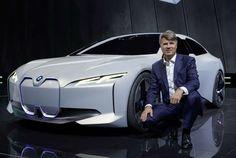 BILUTSTILLING I FRANKFURT: BMW i Vision Dynamics og Harald Krüger, styreleder i BMW AG.