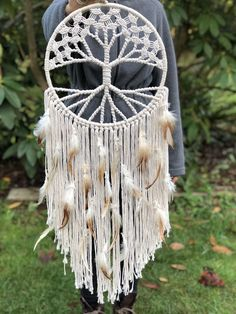This macrame dreamcatcher is made with cotton rope and feathers. This is a great piece to add to the bedroom or get as a gift for mom, taking her back to her macrame days. Macrame Wall Hanging Diy, Macrame Art, Macrame Projects, Macrame Knots, Micro Macrame, Macrame Jewelry, Dreamcatchers, Dreamcatcher Feathers, Yarn Crafts