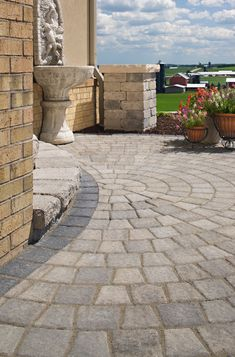 Both durable and adaptable, Cambridge Cobble Overlay Paver offers a tailored, architectural look with its gently rounded corners and domed surface. Outdoor Patio Designs, Outdoor Decor, Hardscape Design, Legacy Collection, Design Basics, Backyard Projects, Pool Houses, Round Corner, Free Food